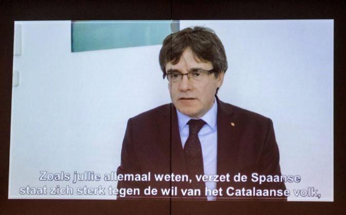 El expresidente catalán Carles Puigdemont aparece en un vídeo desde...