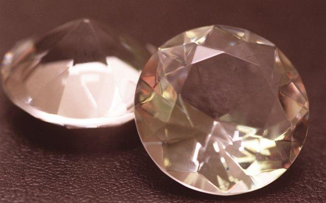 Dos diamantes. Piedras preciosas