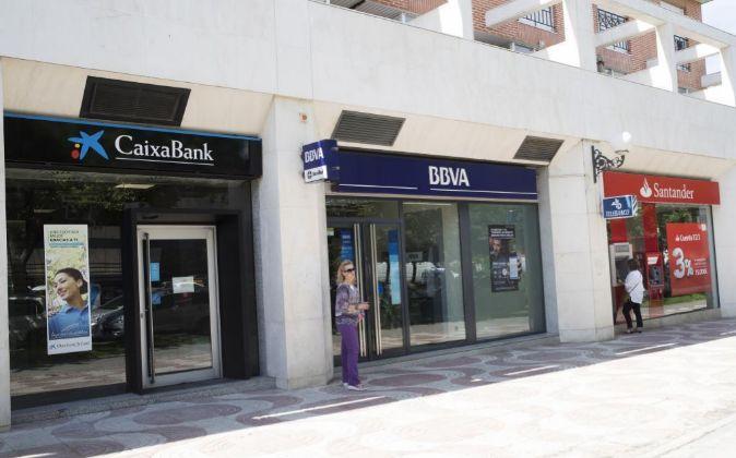 La gran banca gana un 7 m s por las comisiones y la for Oficinas bancarias abiertas por la tarde