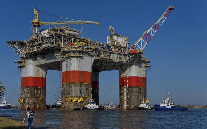 La plataforma semisumergible de perforación y plataforma de Chevron...