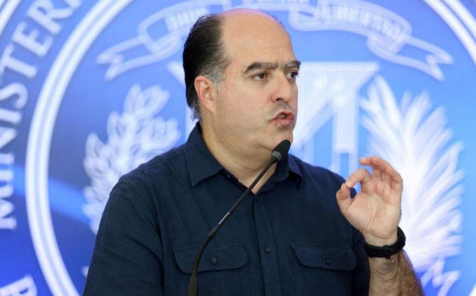 El portavoz de la oposición en el diálogo, Julio Borges.