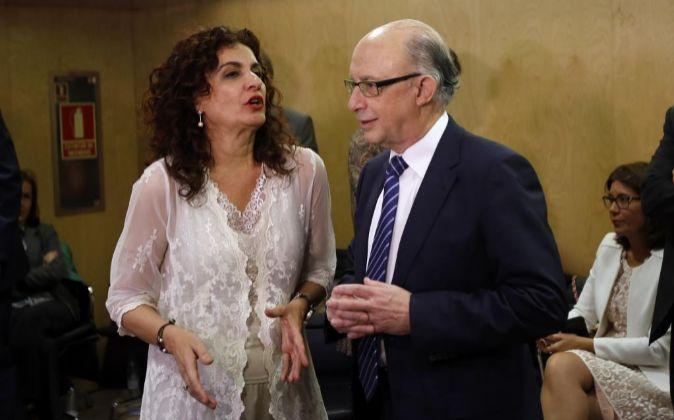María Jesús Montero y Cristóbal Montoro, en una reunión en Madrid.