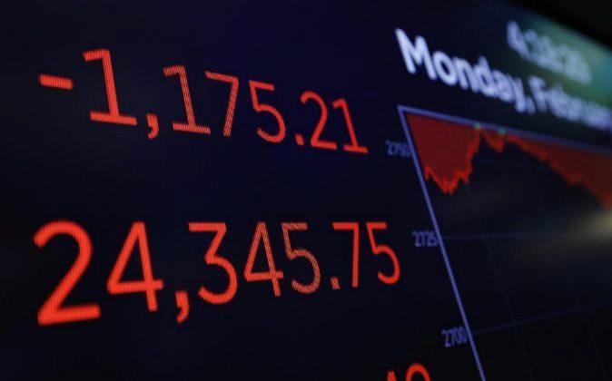 Detalle de los letreros digitales al cierre de la Bolsa de Nueva York...