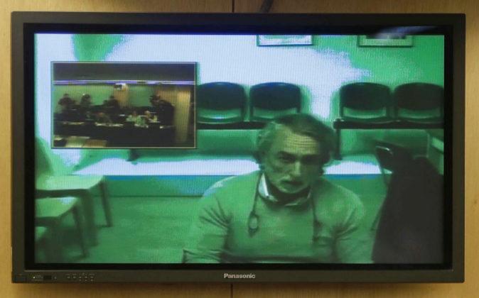 Fotografía tomada hoy de un monitor de la sala de prensa del Congreso...