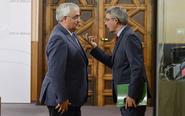 El consejero de Economía, Ramírez de Arellano (i.) y el portavoz del...