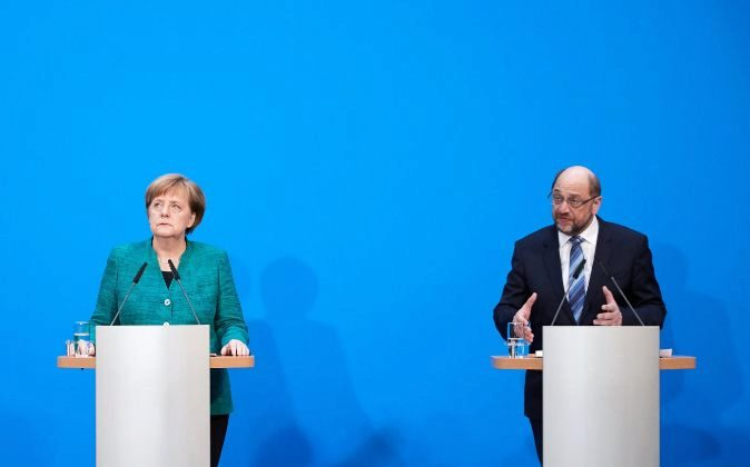 Angela Merkel junto a Martin Schulz.