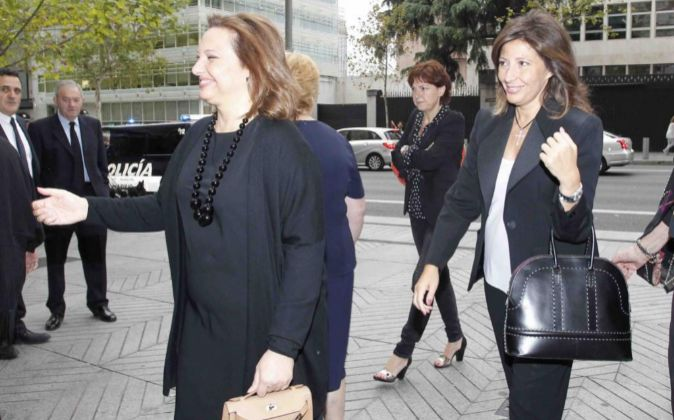 Marta Álvarez, junto a su hermana Cristina, consejeras de El Corte...