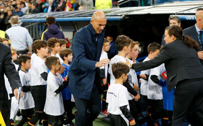 El entrenador del Real Madrid, Zinedine Zidane, en un partido de...