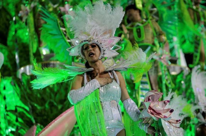 Integrantes de la escuela de samba del Grupo Especial Mocidade...