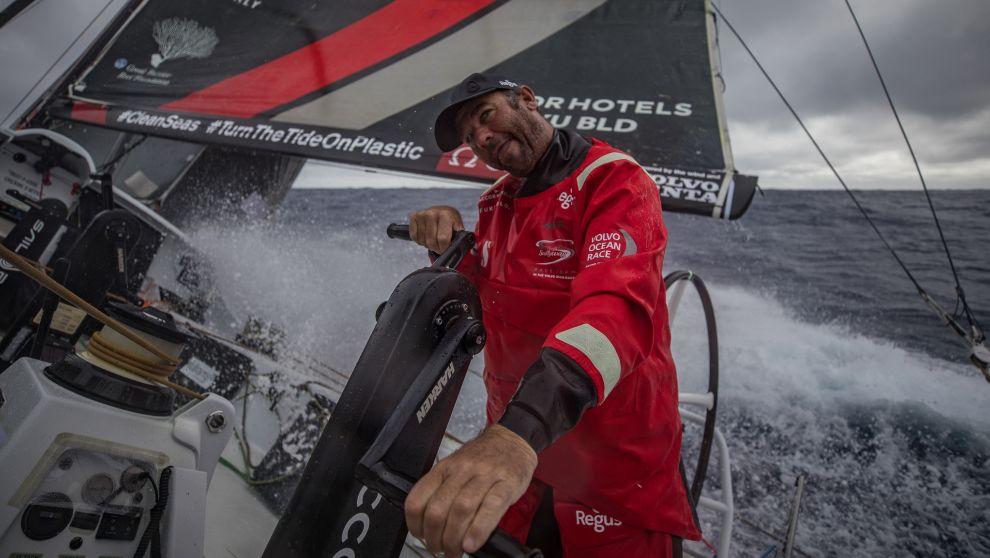 David Witt navegando a bordo del barco Scallywag.
