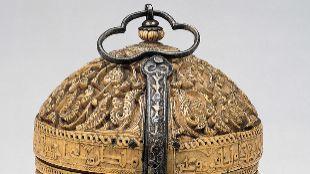 Píxide o Cofre de marfil. Jalaf. h. 966. Marfil y plata dorada. 16 x...