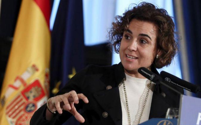 La ministra de Sanidad, Servicios Sociales e Igualdad, Dolors...