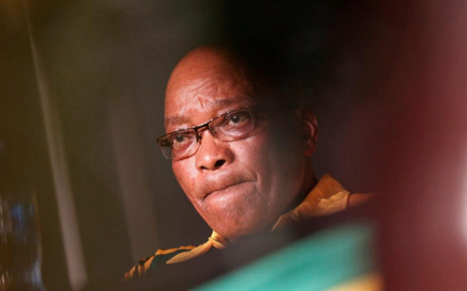 Foto de archivo del presidente sudafricano, Jacob Zuma, durante su...