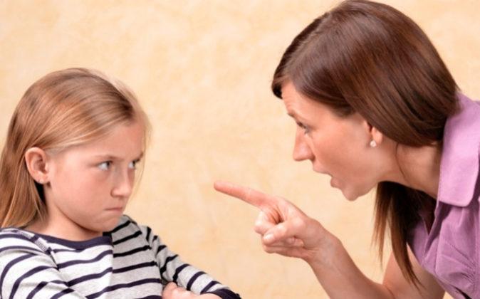 Absuelven a una madre denunciada por su hija tras ordenarle que recogiera su habitación