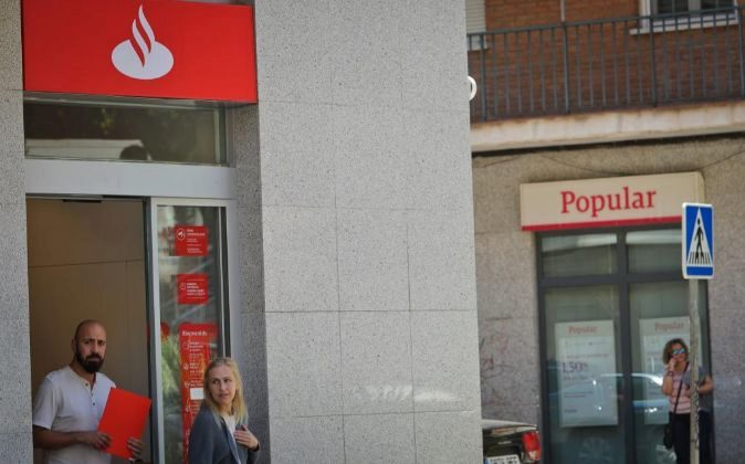 Sucursales de Banco Santander y Banco Popular.
