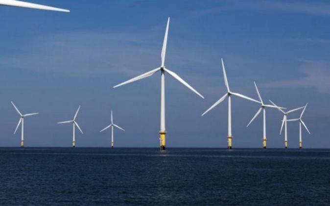 Aerogeneradores de Siemens Gamesa en el parque eólico marino West of...