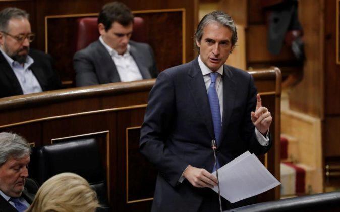 El ministro de Fomento, Íñigo de la Serna, durante una de sus...