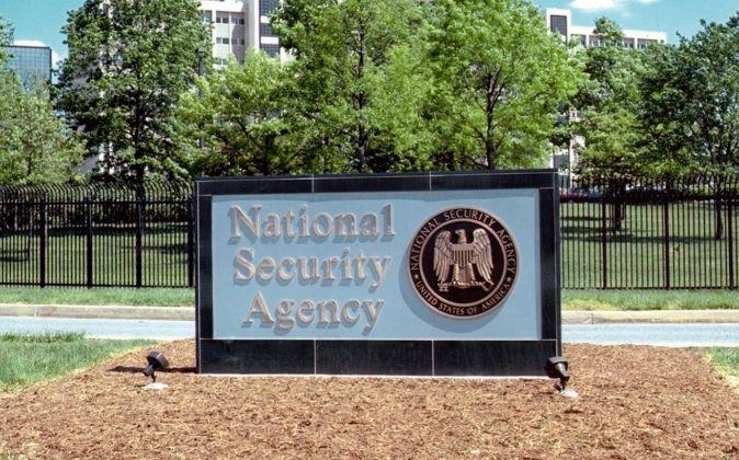 El logotipo de la NSA en la sede de Fort Meade (Maryland, EEUU)