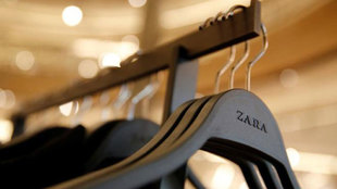 La nueva tienda que Zara experimenta en Londres incluye espejos con...