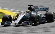 Lewis Hamilton a los mandos de su Mercedes durante el último Gran...
