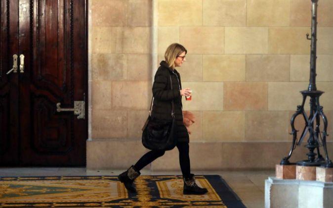 La diputada de Junts per Catalunya, Elsa Artadi, se dirige hacia la...