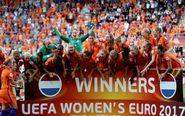 La selección de Holanda celebrando la Eurocopa conquistada en agosto...