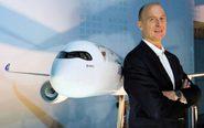 El consejero delegado de Airbus, Tom Enders, posa, ayer, en la...