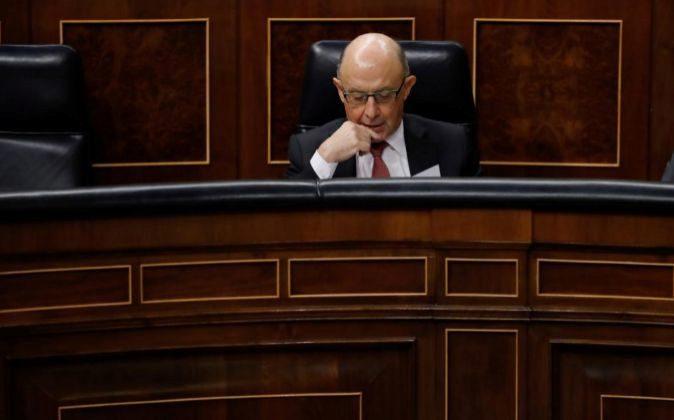 El ministro de Hacienda, Cristobal Montoro, durante al inicio de la...