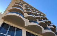 El inmueble que alberga el hotel Playa Miramar, en ese municipio...