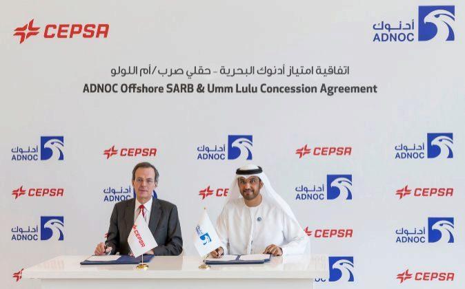 El Sultan Ahmed Al Jaber, consejero delegado del Grupo ADNOC, y Pedro...