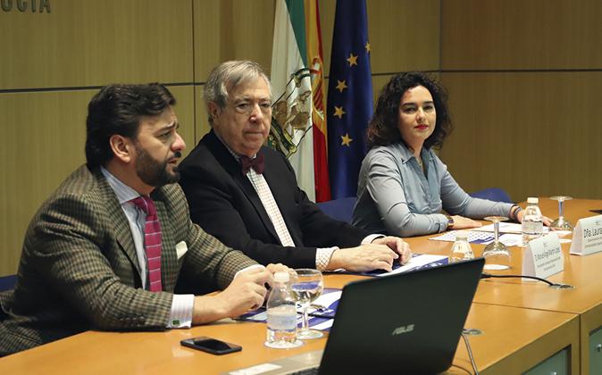 Manuel A. Cardente, Manuel Ángel Martín y Laura Padilla, ayer, en la...