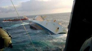 El buque 'Kea', visto desde el helicóptero de rescate.