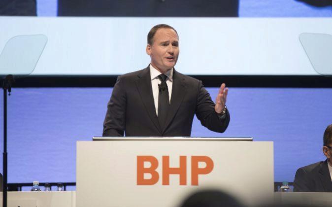 Ken MacKenzei, presidente de BHP Billiton.