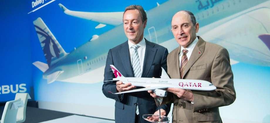 Fabrice Brégier, de Airbus, y Akbar al Baker, de Qatar Airways.