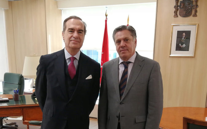 2.José María Alonso, decano del Icam, y Eduardo de Porres,...