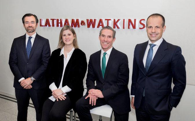 De izqda. a dcha., los socios de Latham & Watkins Ignacio...