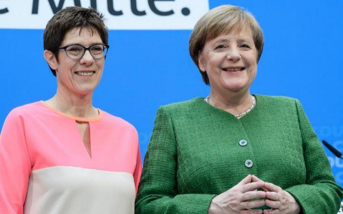 La canciller alemana, Angela Merkel (dcha), y la primera ministra del...