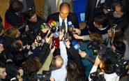 El expresidente de la Generalitat Valenciana Francisco Camps atiende a...