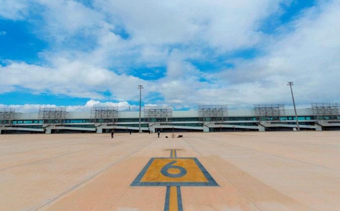 Vista del Aeropuerto Internacional de Crovera en la Región de Murcia,...