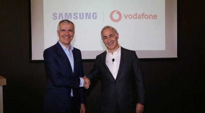 Celestino García, vicepresidente corporativo de Samsung, y Antonio...