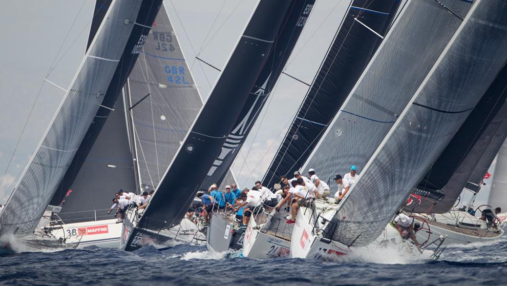 La flota de BMW ORC 1 navegando en aguas de Palma durante la pasada...