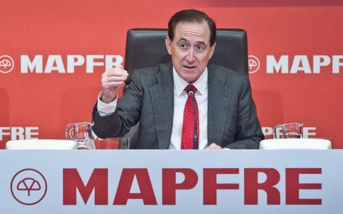 El presidente de Mapfre, Antonio Huertas, durante la rueda de prensa...