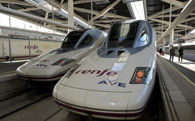 Trenes AVE en la estación Joaquín Sorrolla en Valencia.
