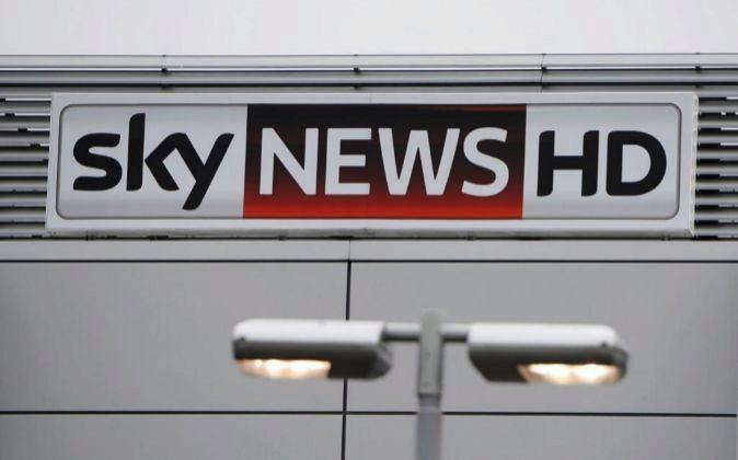 Logotipo de Sky Television en la sede central de Osterley, Londres.