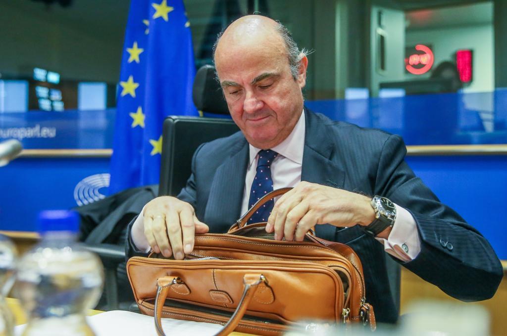 El todavía ministro de Economía español, Luis de Guindos, elegido...