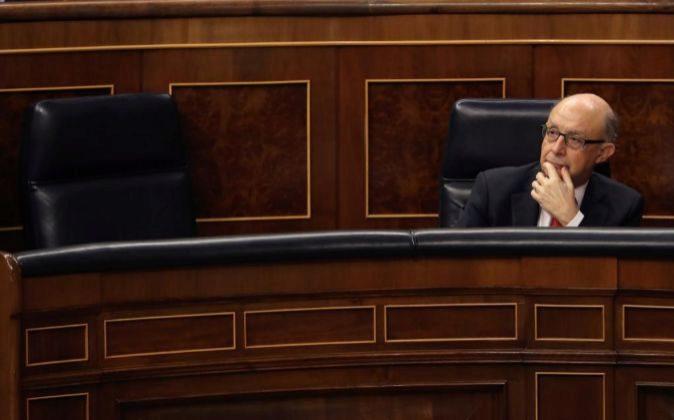 El ministro de Hacienda, Cristóbal Montoro, el miércoles pasado al...