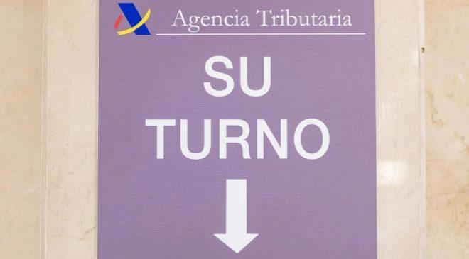 DELEGACION DE LA AGENCIA TRIBUTARIA EN GUZMAN EL BUENO, MADRID. FOTO...