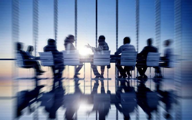 Los sueldos de los consejeros deben estar sujetos al control de los socios