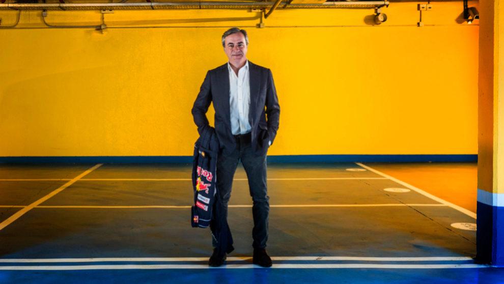 Carlos Sainz, 55 años, en el aparcamiento del Reebok Sports Club de...
