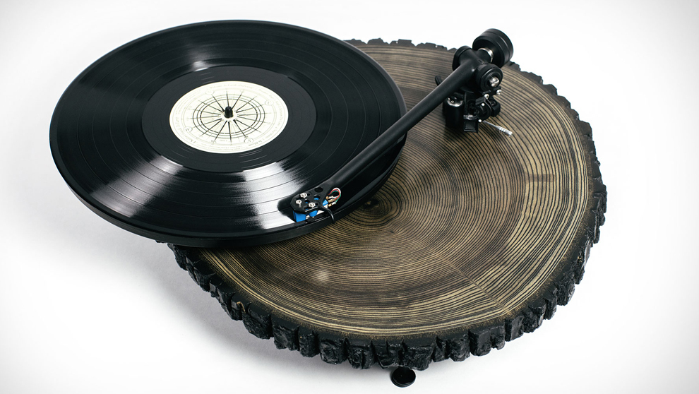 Tocadiscos Audiowood X Uncrate Barky Turntable.